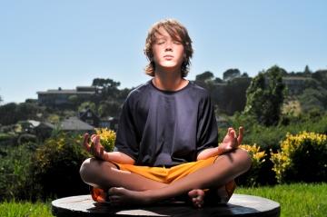 boy-meditating