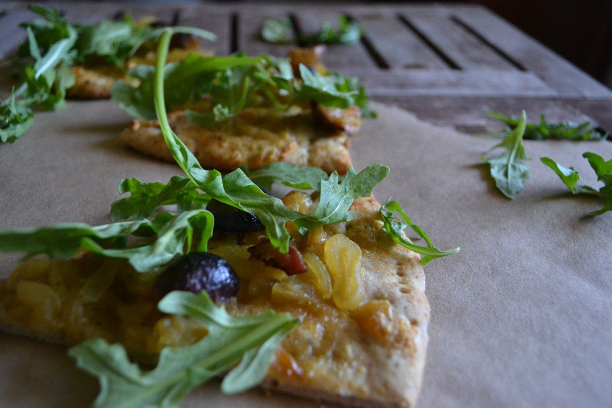 whole-wheat-vegan-pizza-with-caramelized-onions-figs-and-arugula-1200x800